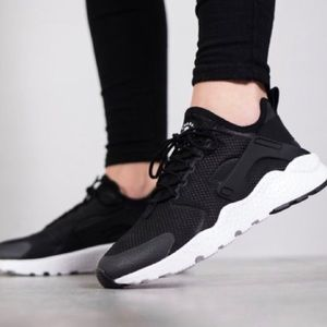 Nike Air Hurarache Run Ultra Sneaker Black 10